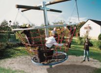 Hally-Gally Karussell Tretmobil Seilklettergerüst Kreisel Kletterkarussell Drehkarussell Seilgerüst Drehkreisel Vogelnestdrehturm Spielplatzanlage