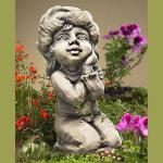 Blütentroll Rose Gartenfigur Betonguss Zauberblume