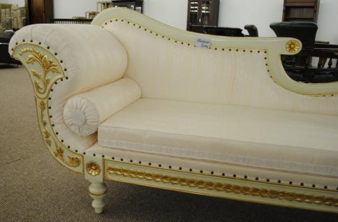 Ottomane Couch Recamiere Holz: massiv Mahagoni in weiß-gold / Stoff textil hell - Vorschau 2