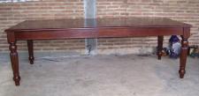 Esstisch aus massivem Mahagoni gefertigt Farbe Holz dunkelbraun Walnuss