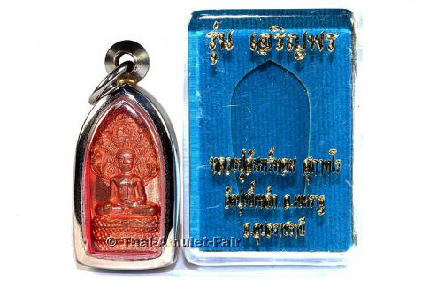 Thai Buddha Amulett Phra Nak Prok Bai Khee Lek Ruun Charoen Porn Ruun Raeg (1. Serie) Nuea Thong Daeng des ehrwürdigen Luang Phu Chan Hoom Supathoro, Abt des Wat Bung Khee Lek, Amphoe Khemarat, Tambon Na Waeng, Changwat Ubon Ratchathani, Isaan, Thailand.