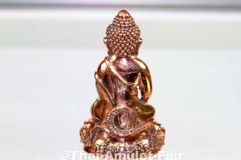 Geweihtes Buddha Amulett Phra Gring Sri Sutthat Toh des ehrwürdigen Luang Phu Kambu, Abt des Wat Kut Chom Phu, Tambon Kut Chom Phu, Amphoe Phibun Mangsahan, Isaan, Changwat Ubon Ratchathani, Nordost-Thailand vom 12.10.2554 (2011). - Vorschau 3