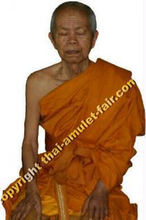 Geweihtes Thai Amulett Phra Rian Ruun Nawaporn 72 des ehrwürdigen Luang Pho Koon Parisuttho, Abt des Wat Banrai, Tambon Kut Piman, Amphoe Dan Khun Thod, Changwat Nakhon Ratchasima (Khorat), Isaan, Nordost-Thailand, vom 30.04.2537 (1994). - Vorschau 3