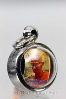 Thai Amulett Luug Om Chaan Maak Phim Yai Thai Amulett des ehrwürdigen Luang Phu Kui (Phra Athikan Vichairat Thita Thammo), zu Lebzeiten Abt des Wat Sap Takian, Tambon Tha Duang, Amphoe Nong Pai, Changwat Phetchabun, Thailand, vom 20.05.2554 (2011). - Vorschau 2