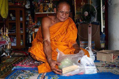Luang Pho Noi Amulett für finanzielles Glück - Vorschau 5