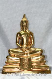 Geweihte Buddha Statue aus Thai Tempel. Phra Bucha Luang Pho Sothon (Luang Pho Phra Phutta Sothon) Nuea Thong Lueang Thai Buddha Statue des ehrwürdigen Luang Pho Kaweerat (Phra Khru Samut Kaweerat), Abt des Wat Satthayalai, Chonburi, Thailand.