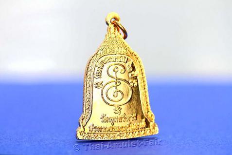Thai Amulett in Glockenform - Rian Rakhang Nuea Thong Lueang Longya Sii Faa Ruun Kroop Roop 60 Pii Thai Amulett des ehrwürdigen Luang Pho Thiraphan Mettavihari (Phra Khru Kraisorn Virat), Wat Phutta Viharn (auch Wat Buddhavihara), Amsterdam, Niederlande. - Vorschau 4