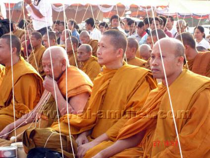 Buddha Thai Amulett Luang Pho Wachara Phra Somdej Lang Keenaree Nuea Pong Wahn Pasom Pong Leklai des ehrwürdigen Luang Pho Watchara Aekkawano, Abt des Wat Thamfad, Tambon Kao Noi, Amphoer Thamuang, Changwat Kanchanaburi, Thailand, aus dem Jahr B.E. 2543 - Vorschau 4