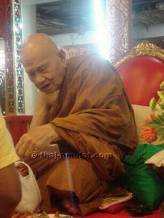 Geweihtes Thai Amulett Phra Khun Paen Klüab Sri Mongkol Ruun Pii Sed des ehrwürdigen Luang Phu Tim, Abt des Wat Phra Khaw, Tambon, Phra Khaw, Amphoe Bang Bal, Changwat Ayutthaya, Thailand, aus dem Jahr 2551 (2008). - Vorschau 4