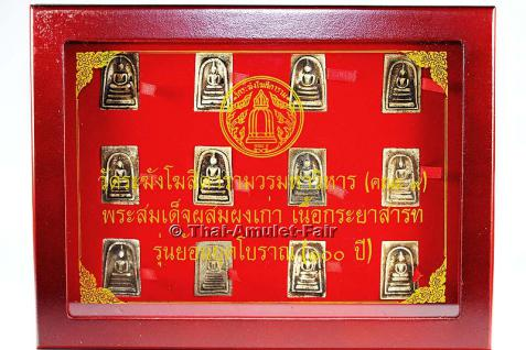 Thai Amulett Set Phra Chud Tieralueg Phra Somdej Wat Rakhang Pasom Pong Gau Ruun Yoon Yuk Boran 100 Pii Nuea Kraya Sath Buddha Amulett Sammler Schatulle des ehrwürdigen Than Chao Khun Thiang Akkathammo, Abt des Wat Rakhang, Bangkok.