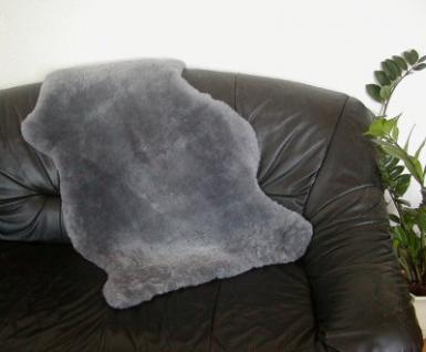 australische Lammfelle silber gefärbt, vollwollig, 30 mm geschoren, 30 Grad waschbar, ca. 100x65 cm