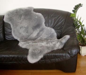 australische Doppel Lammfelle aus 1, 5 Fellen grau gefärbt, vollwollig, 30 Gra...