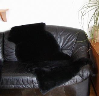 australische Doppel Lammfelle aus 1, 5 Fellen schwarz gefärbt geschoren, voll ...