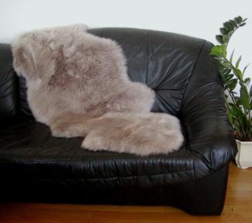 australische Doppel Lammfelle aus 1, 5 Fellen taupe gefärbt, vollwollig, 30 Grad waschbar, ca. 140x68 cm