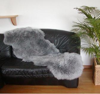 australische Doppel Lammfelle aus 2 Fellen grau gefärbt, voll waschbar, ca. 175x63 cm