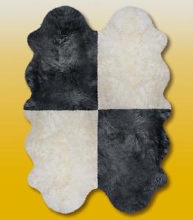 Fellteppiche naturweiß-schwarz aus 4 Lammfellen, Größe ca. 185 x 125 cm, 30 G...