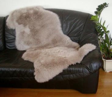 australische Doppel Lammfelle aus 1, 5 Fellen taupe gefärbt, vollwollig, Haarlänge ca. 70 mm, 30 Grad waschbar, ca. 140x68 cm