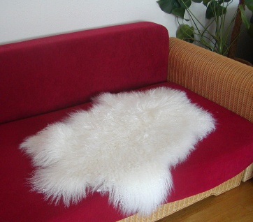 wuschelige Tibetlammfelle naturweiß, Haarlänge ca. 13 cm, fein gelocktes Haar...