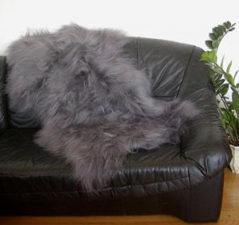 langhaariges dekoratives Nordlandschnuckenfell grau gefärbt, seidiges Wollvlies, ca. 115x75 cm, Haarlänge ca. 15 cm