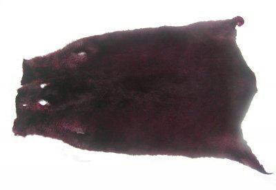 weiches Nutriafell bordeaux gefärbt für Bekleidung, Fellkragen, Pelzmanschetten, ca. 45 cm lang, 27 cm breit