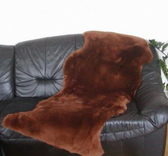 australische Doppel Lammfelle aus 1, 5 Fellen schokobraun gefärbt geschoren, voll waschbar, ca. 160 cm