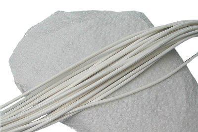 10 Stück Rindleder Rundriemen weiß, geschnitten, für Lederschmuck, Lederketten, Länge 100 cm, Ø 2 mm