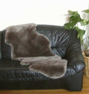 australische Doppel Lammfelle aus 1, 5 Fellen taupe dunkel gefärbt geschoren, Haarlänge ca. 30 mm, voll waschbar, ca. 160 cm