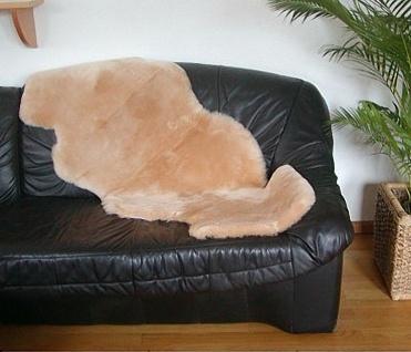 australische Doppel Lammfelle aus 1, 5 Fellen beige gefärbt geschoren, voll wa...