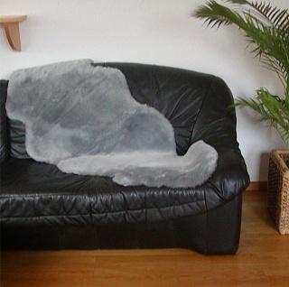 australische Doppel Lammfelle aus 1, 5 Fellen grau gefärbt geschoren, voll was...