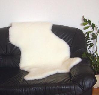 südamerikanische Merino Lammfelle naturweiß geschoren, Haarlänge ca. 30 mm, 30 Grad waschbar, ca. 110 cm lang