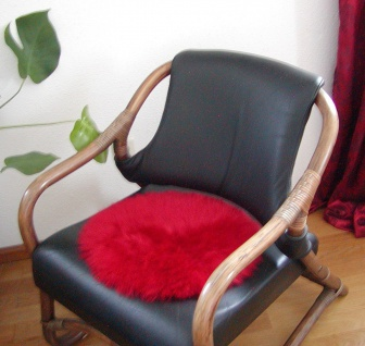 runde Sitzauflage aus australischen Lammfellen, Fellkissen rot, Ø ca. 45 cm, ...
