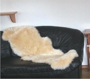 australische Doppel Lammfelle aus 2 Fellen beige gefärbt, voll waschbar, ca. ...