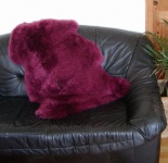 australische Lammfelle beere gefärbt, vollwollig, 30 Grad waschbar, Haarlänge ca. 70 mm, ca. 100x68 cm