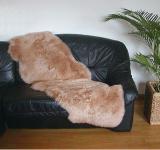 australische Doppel Lammfelle aus 2 Fellen camel gefärbt, voll waschbar, ca. 175x63 cm