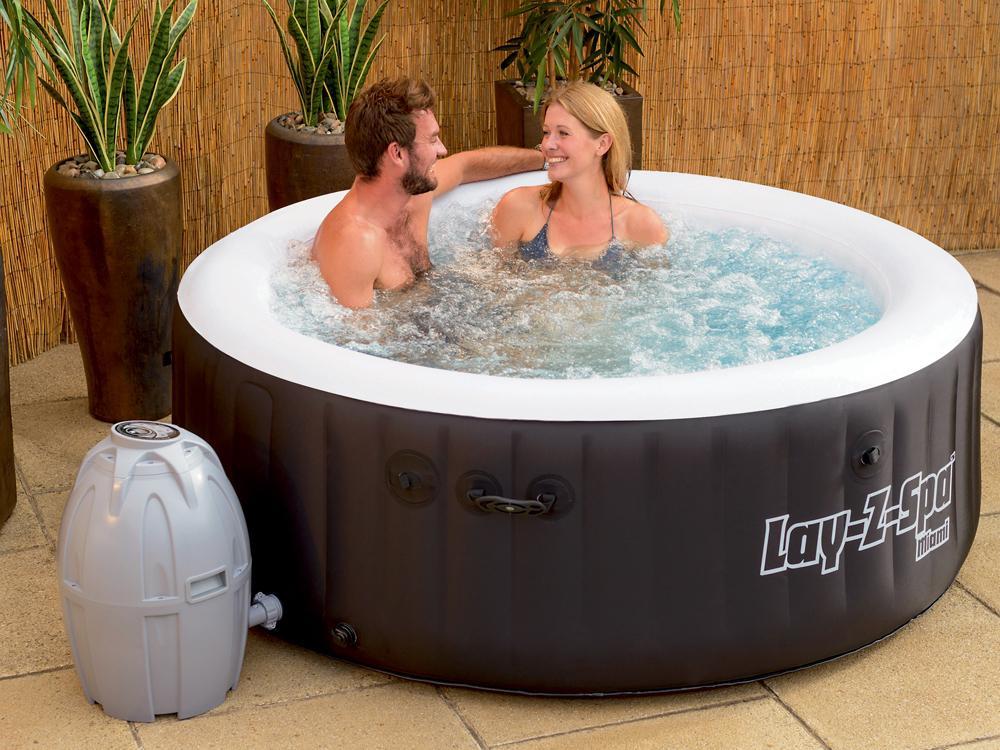 whirlpool hot tub lay z spa mit 80 sprudelbad d sen. Black Bedroom Furniture Sets. Home Design Ideas