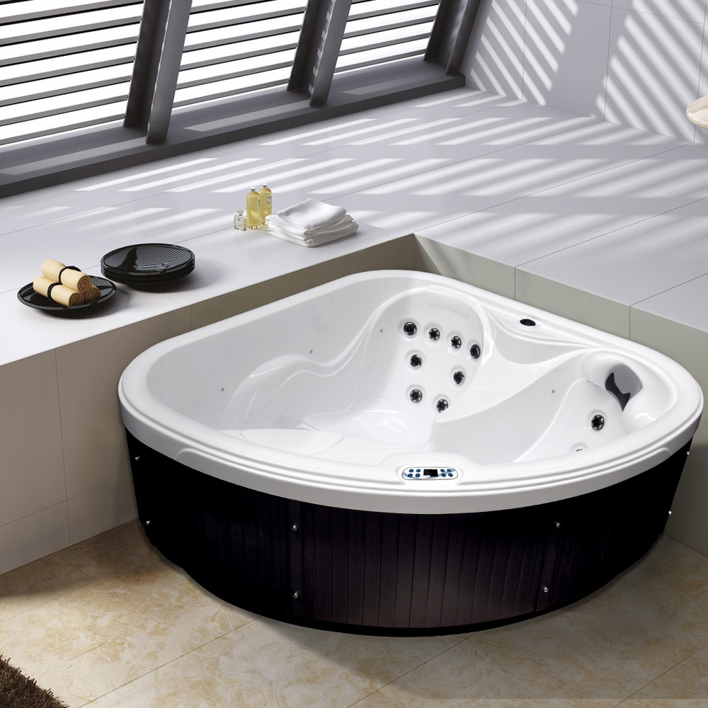 outdoor whirlpool hot tub daylight weiss mit 18 massage d sen heizung ozon f r 2 personen. Black Bedroom Furniture Sets. Home Design Ideas