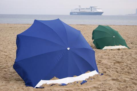 Strandmuschel + Sonnenschirm (2in1) aus Polyester UPF 80+, 240 cm, grün