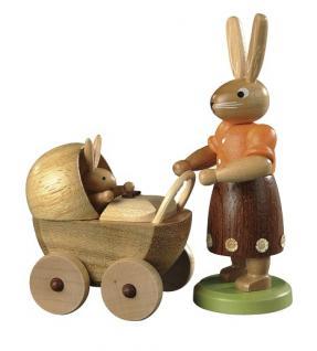 Müller-Kleinkunst aus dem Erzgebirge® seit 1899 Hasenmutter mit Kinderwagen