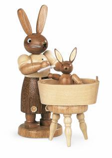 Müller-Kleinkunst aus dem Erzgebirge® seit 1899 Hasenmutter mit badendem Kind