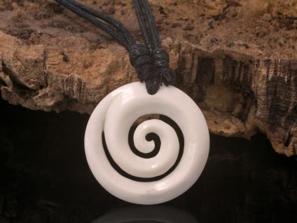 Kettenanhänger Koru Spirale Büffelknochen Talisman Amulett Maori Schmuck Surfer
