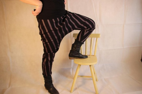 Baggyhose Baggy Hose schwarz gestreifte Pumphose Streifen handgefertigt
