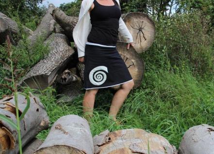 Rock A- Form schwarz trifft weiß Kreisel handgefertigt