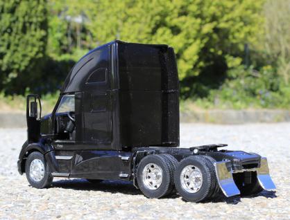 Spielzeug LKW Kenworth T-700 Petroleum Transporter in 1:32 - Vorschau 4