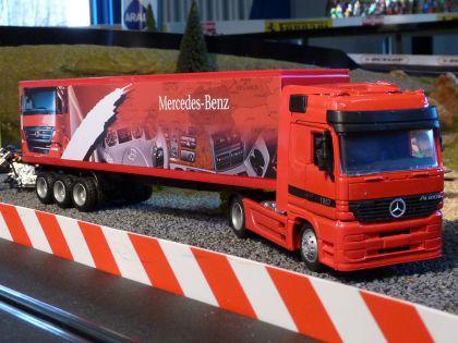 LKW Mercedes-Benz mit CONTAINER AUFLIEGER