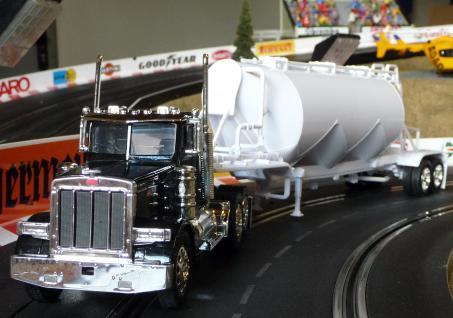 Spielzeug LKW Kenworth Peterbilt Truck in 1:32