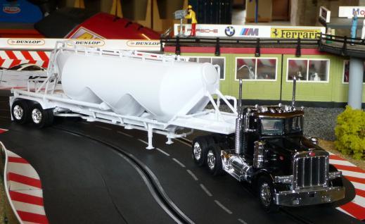 Spielzeug LKW Kenworth Peterbilt Truck in 1:32 - Vorschau 3