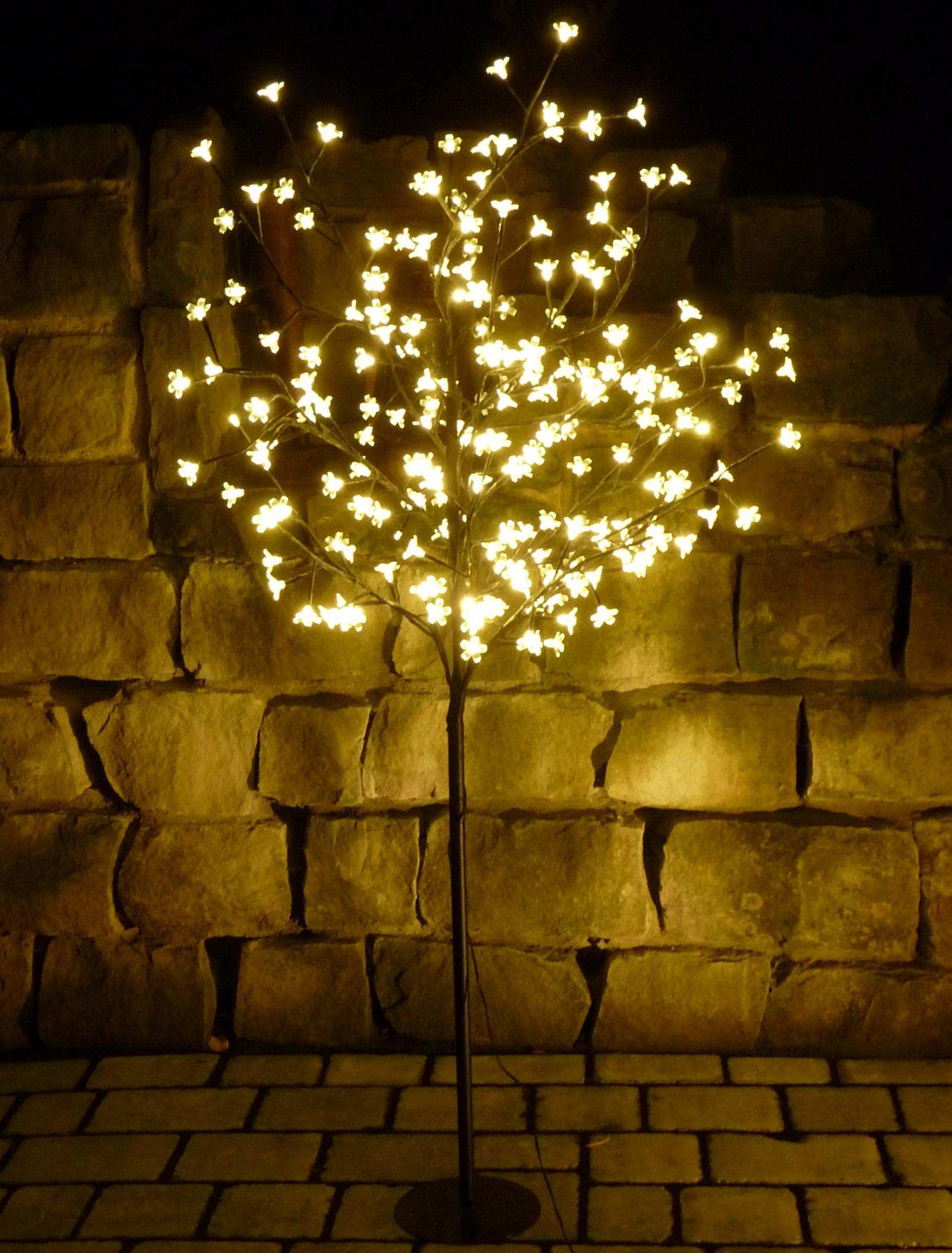 led baum 180 bl ten lichterbaum warmweiss h he 150cm f r innen au en kaufen bei wim shop. Black Bedroom Furniture Sets. Home Design Ideas