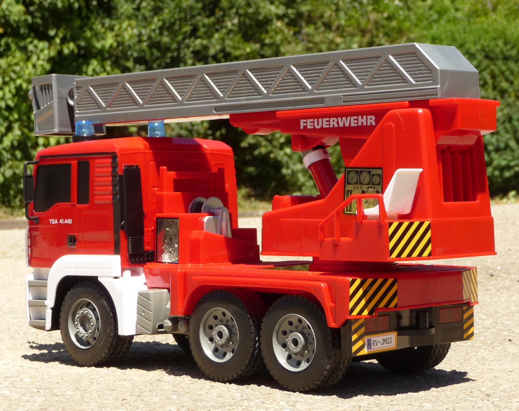 RC FEUERWEHR LKW mit 8 Funktionen 35cm Ferngesteuert 2 ...
