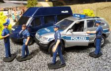 POLIZEI Van TRANSPORTER + BMW X5 & FIGUREN 1:32 für Carrera TOP DEKORATION
