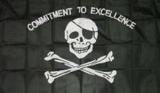 Flagge Pirat Commitment to exelence 90 x 150 cm